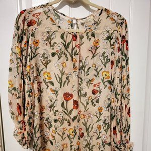 Floral, pleated sleeve blouse